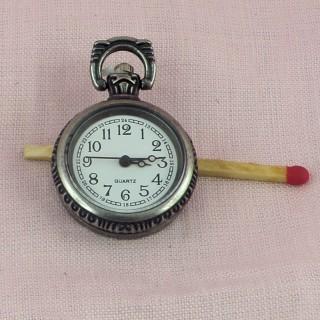 Eine Uhr, die Ohrgehänge Frau
