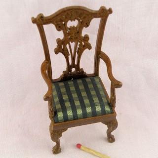 Chaise miniature sculptée noyer maison de poupée