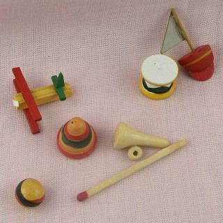 set of 6 wooden miniature toys painted.