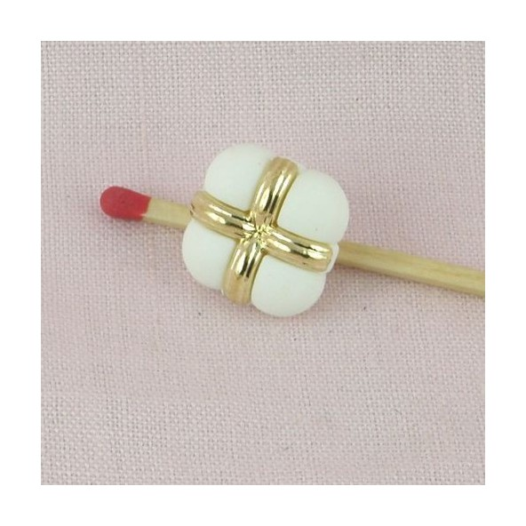 Shank button, gold and white, bulged, 1,5 cm, 15 mms.