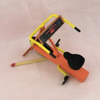 Petit Tricycle bois miniature poupée, 3 cm.