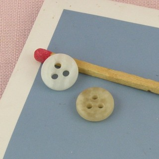 Three holes Round button 9 mms.