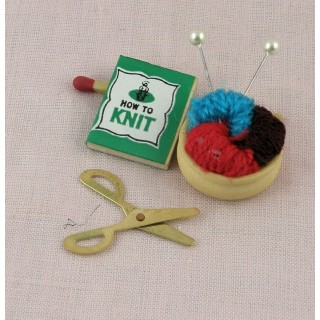 Cesta a tejido de punto miniatura muñeca