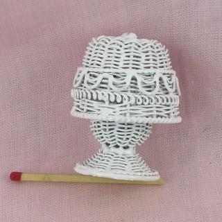 Lampe aus kleinem geflochtenem Metall