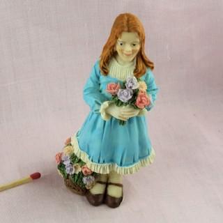 Statuette junges Mädchen mit Blumen