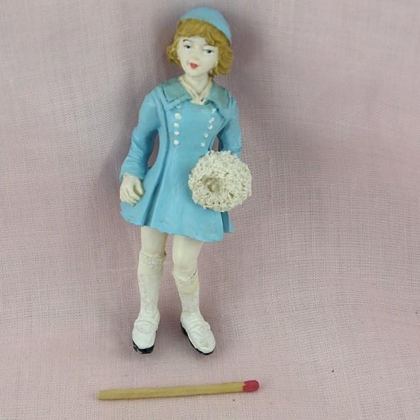 Statuette jeune fille avec fleurs