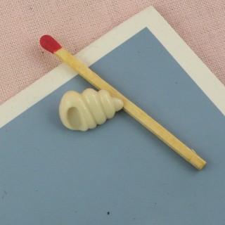 Botón a pie forma concha 15 mm.