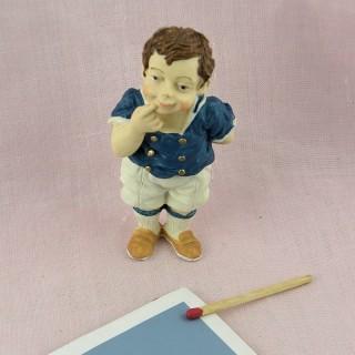 Figurina joven chico Marinero con barco