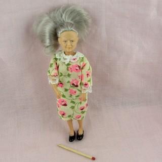 Muñeca vieja dama miniatura 1/12ème