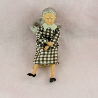 Poupée vieille dame miniature 1/12eme