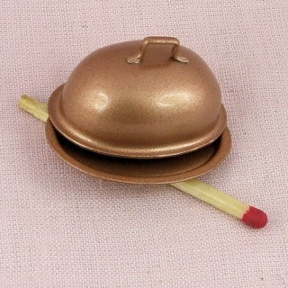 Plat couvert miniature en cuivre miniature poupée.