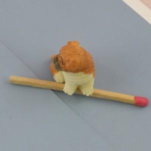 Perro Boxer miniatura casa muñeca, 2 cm.