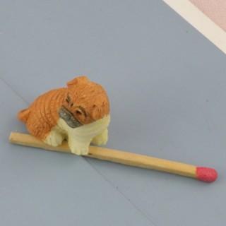 Chien Boxer miniature maison poupée, 2 cm.