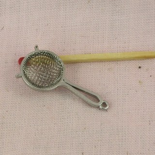 Miniature strainer