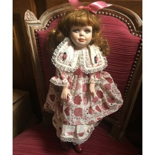 Muñeca romántica de colección porcelana y tejido, 42 cm.
