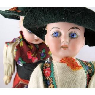 Paar deutscher Puppen aus Porzellan und Zusammensetzung 22 cm.