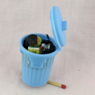 Poubelle miniature avec ordures 5 cm.