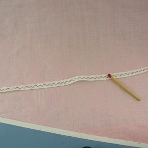 Tiny cotton lace ribbon 7 mms.