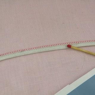 Ribete excluido bordado antiguo 4 mm.
