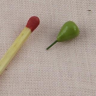 Poire verte miniature maison poupée 1 cm.
