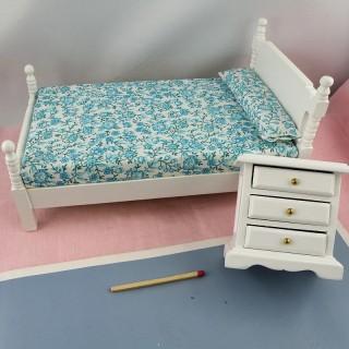 Lit une place et chevet miniature maison poupée 10 cm.