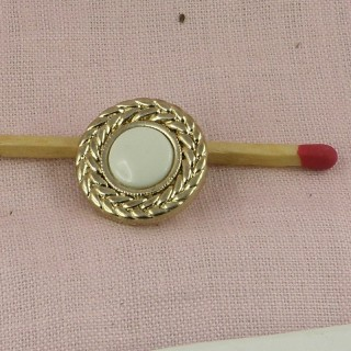 Plastischer Knopf schmeißt die geflochtene Perle 2 cm raus.