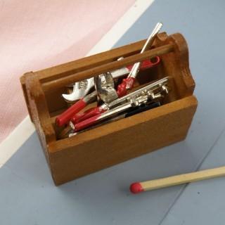 Miniatur Zimmermann hinkt in Werkzeugen
