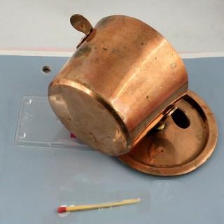 Pote a leche antiguo en cobre 8 cm para tentempié muñeca