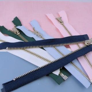Reißverschluss an trennbarer Gleitschiene 13 cm Puppengewänder .