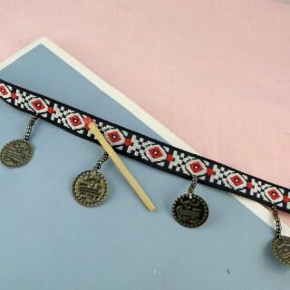 Galon brodé 12 mm avec médailles style indien