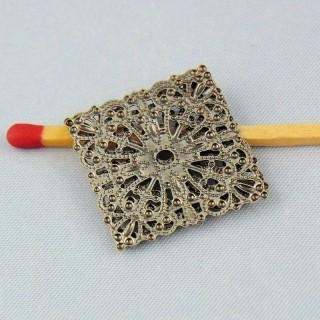 Breloque pendentif carréeen métal ajouré 22 mm