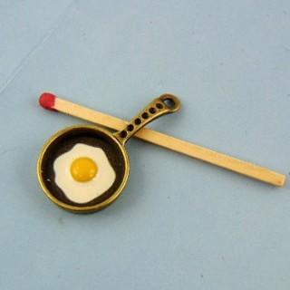Miniaturofen Metall mit Ei an Teller 15 mm