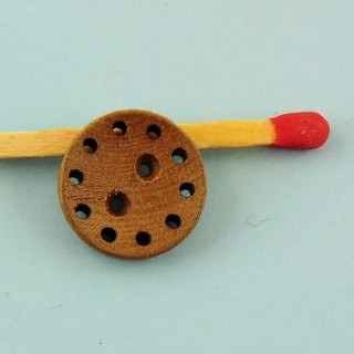 Button wood turn of holes to pass a thread 2 holes 13 mm.