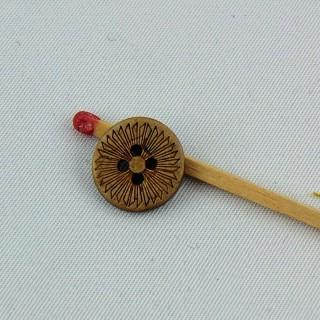 Bouton bois coco gravé fleur ethnique 4 trous 13 mm.