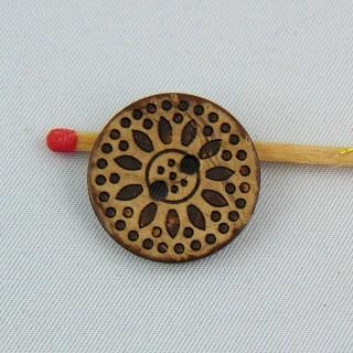 Bouton bois coco gravé ethnique 2 trous 2 cm.