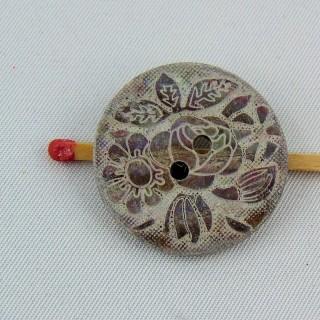 Bouton nacre gravé fleur ethnique 2 trous 24 mm.