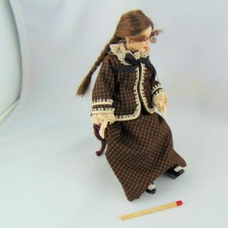 Poupée miniature luxe dame 1900 1/12eme articulée robe et capeline