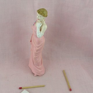 Hoop Statuette  young lady.