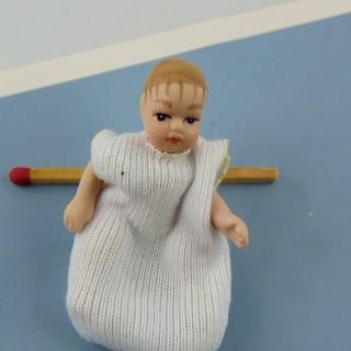 Bébé porcelaine miniature maison 1/12eme 5 cm