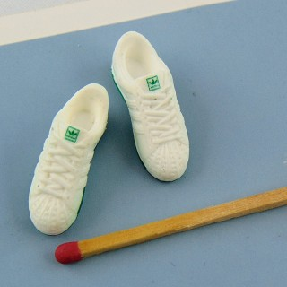 Pair of caoutchouc tennis shoes miniatures