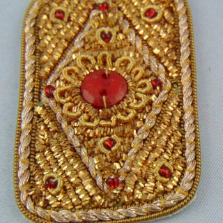 Ecusson ethnique brodé or badge 8 cm.