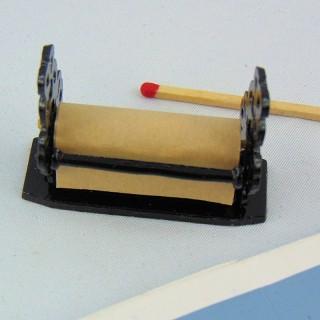 Dérouleur papier d'emballage miniature poupée,