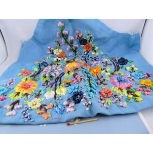 Broderie fleurs ancienne en raphia