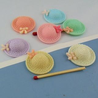 Chapeau capeline plastique minuscule diamètre 2,5 cm.