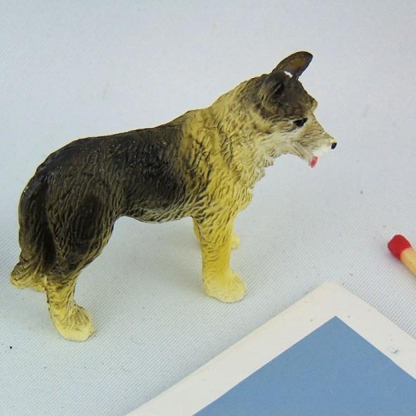 Chien Berger allemand miniature maison poupée 5 cm.