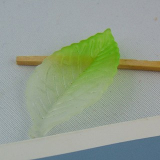 Breloque Perle feuille en plastique 4 cm.