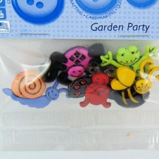 Los botones de animales de jardín lo visten