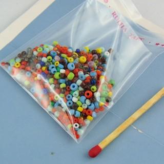 Perles de rocaille en mélange de taille et couleur par 10 g.