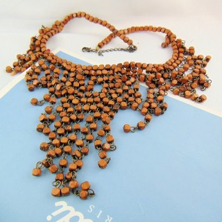 Ethnic necklace in wooden cubes and pendants 50 cm