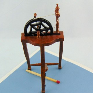 Rouet miniature en bois 1 cm
